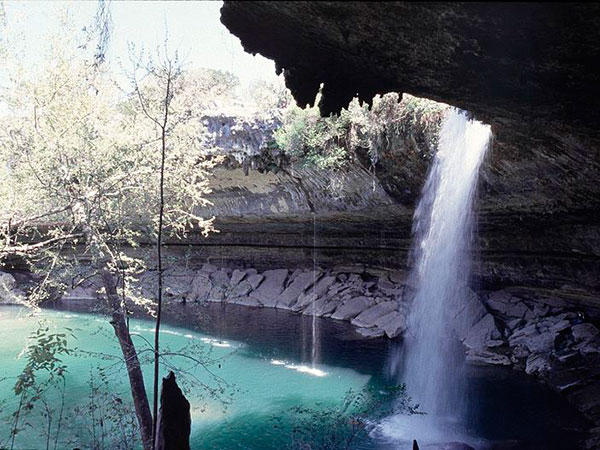 800px-Hamilton Pool and Falls